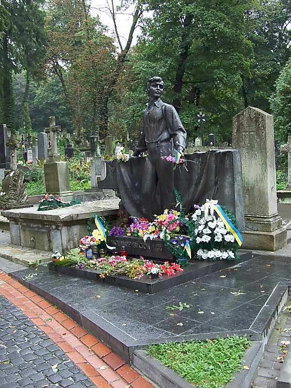 Могила В.Івасюка (1949 – 1979)