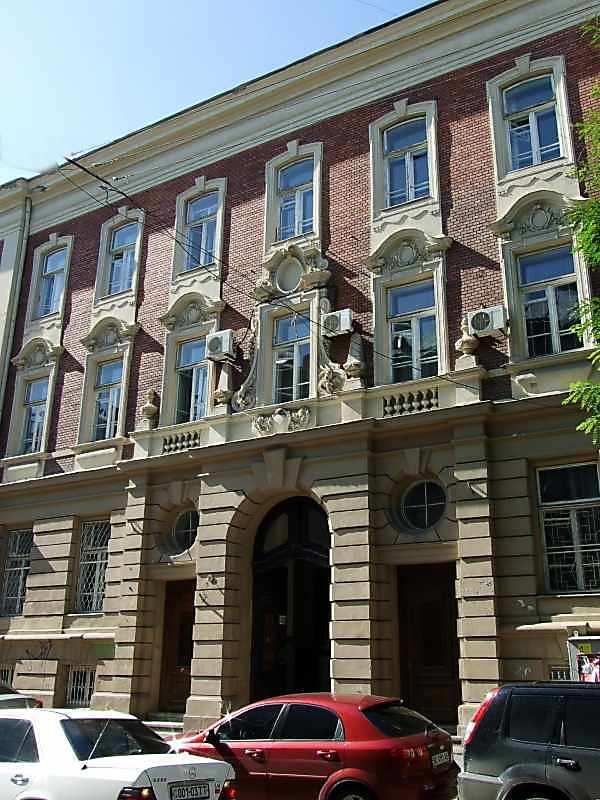 2007 р. Центральна частина головного фасаду