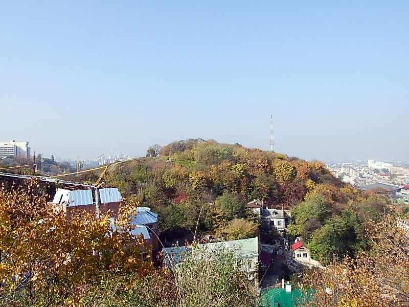 2007 р. Вид на Замкову гору з площадки будинку по Андріївському узвозу, 15
