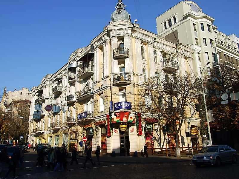 2007 р. Загальний вигляд (зліва – вул.Ярославів Вал, справа – вул.Володимирська)