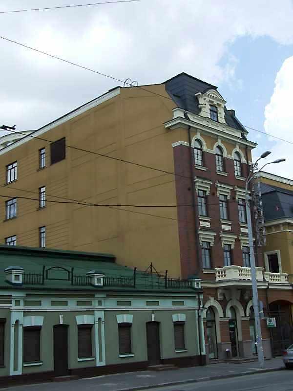2008 р. Загальний вигляд на тлі будинку № 13
