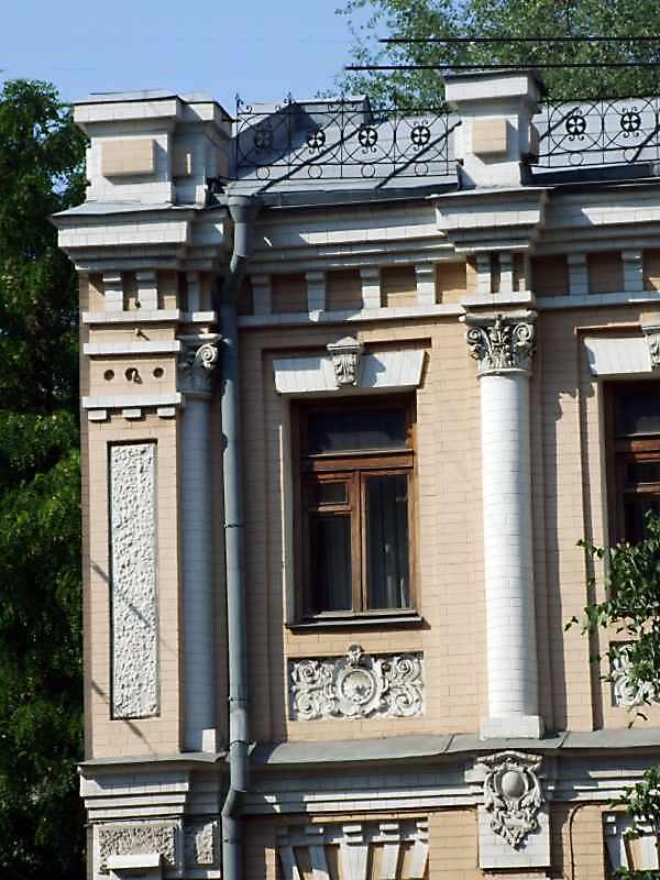 Фрагмент фасаду 2-го поверху