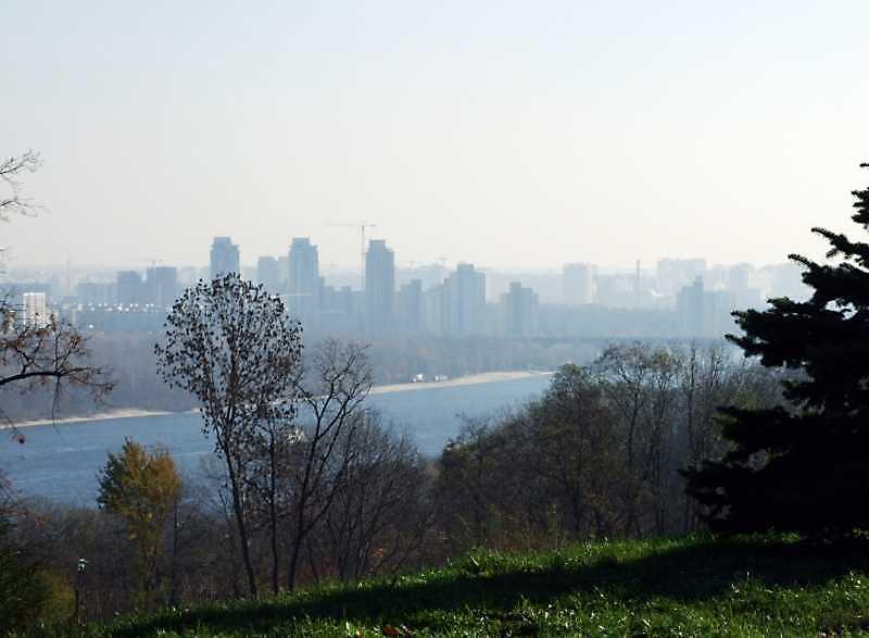 2008 р. Вид на Березняки від площі Слави