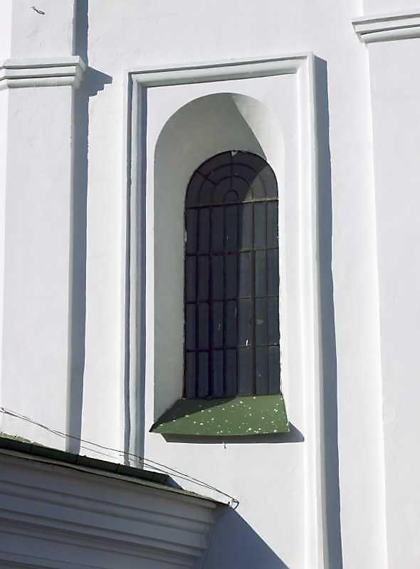 2008 р. Вікно вівтаря. Вигляд з південного сходу