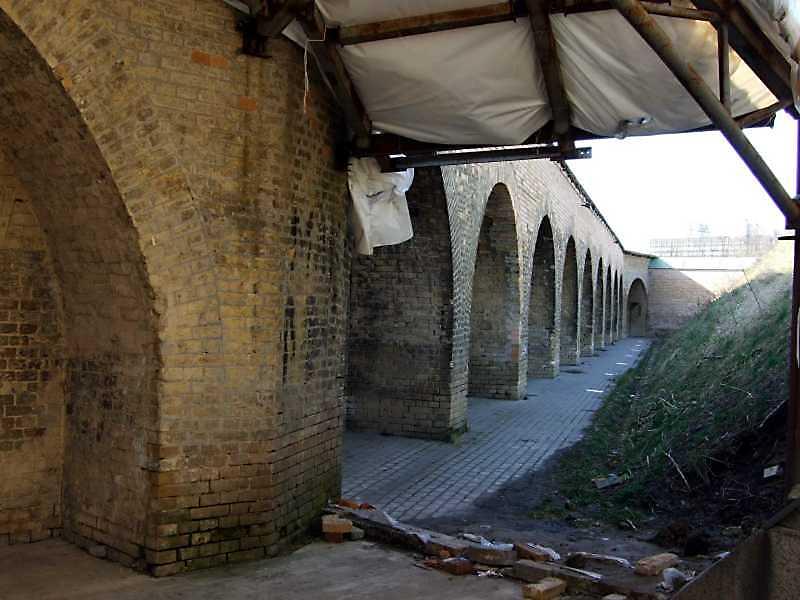 2009 р. Стіна західного фронту. Вигляд з півдня, від 2-го капоніра