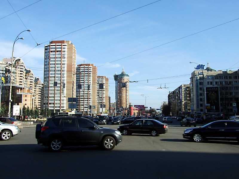 2009 р. Перспектива від вул. Кутузова в бік Печерського моста