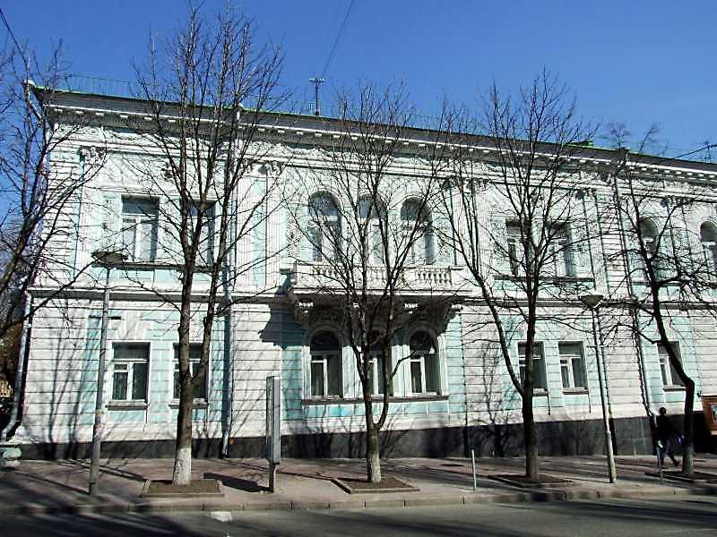 2009 р. Ліва частина фасаду головного фасаду