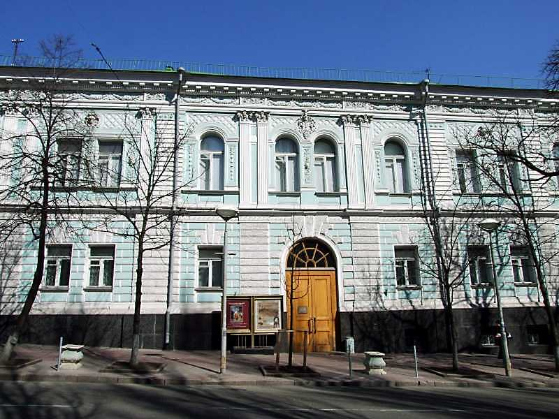 2009 р. Центральна частина головного фасаду