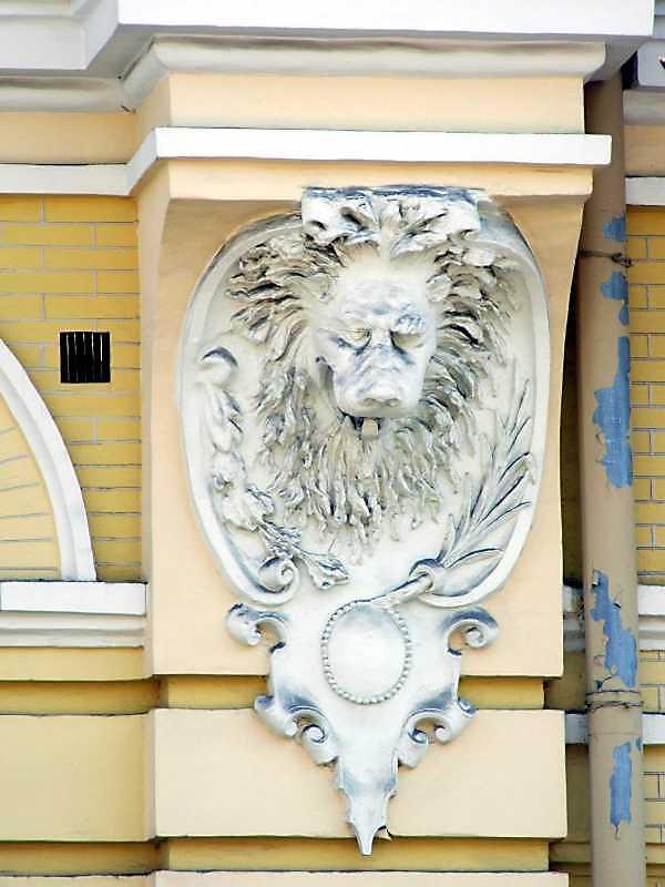 Консоль з маскою лева