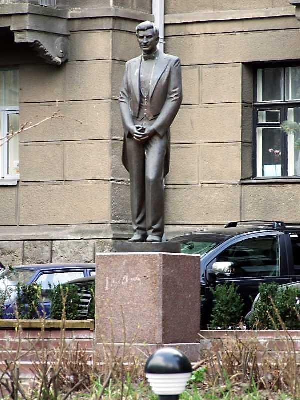 Пам'ятник А.Б.Солов'яненку