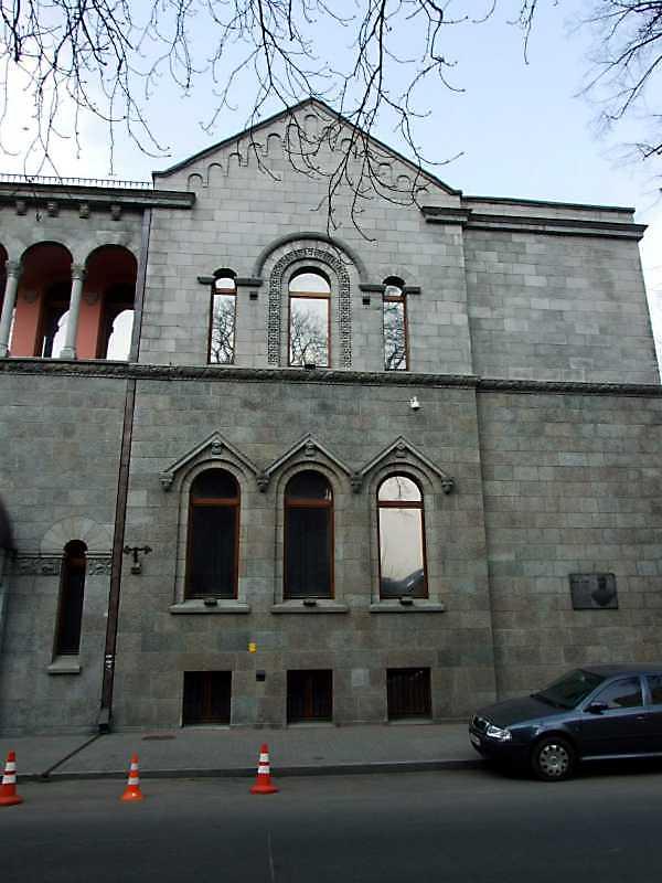 2009 р. Права частина фасаду по вул. П.Орлика