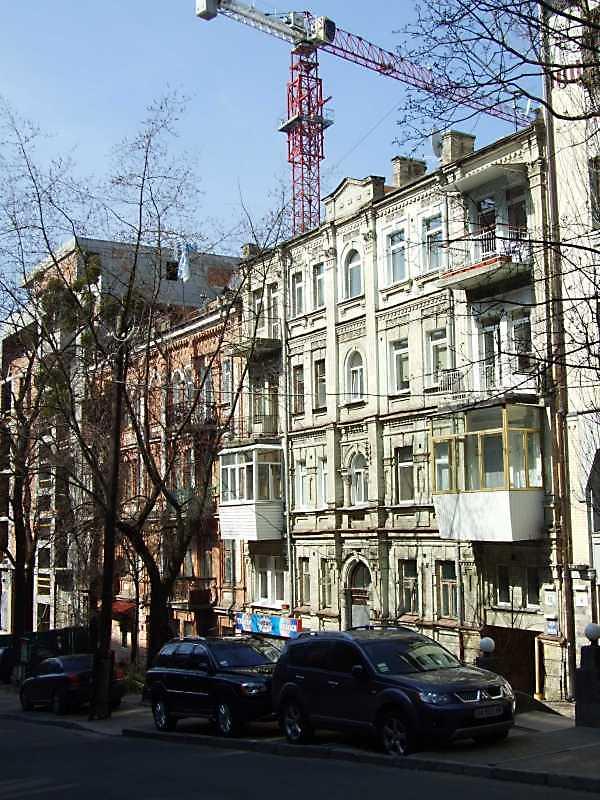 2009 р. Будинки № 14, 12, 10 у перспективі вулиці