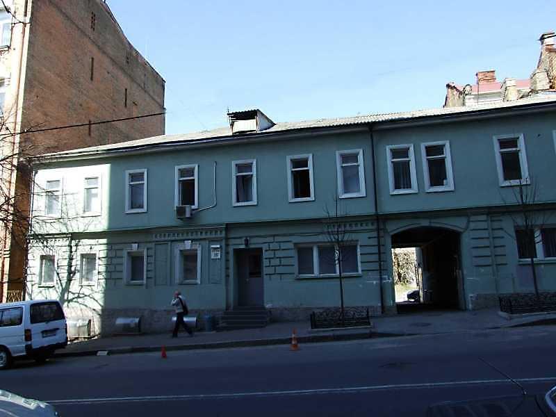 2009 р. Головний фасад (ліва частина)