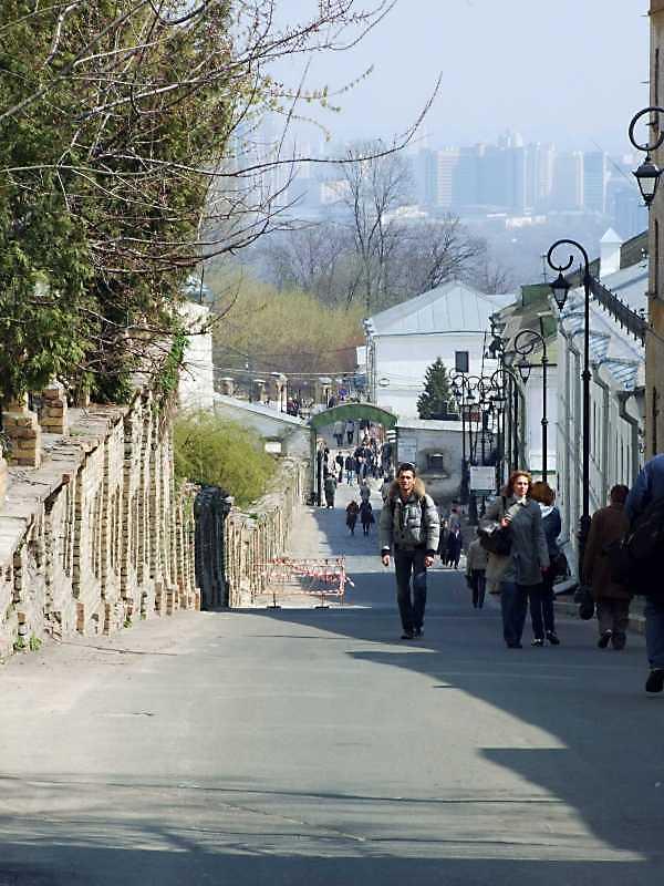 2009 р. Перспектива вулиці від брами в бік Ближніх печер