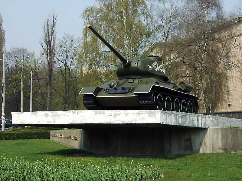 Пам'ятник танкістам – визволителям Києва