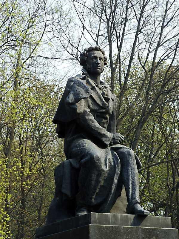 Пам'ятник О.С. Пушкіну (біля № 38)