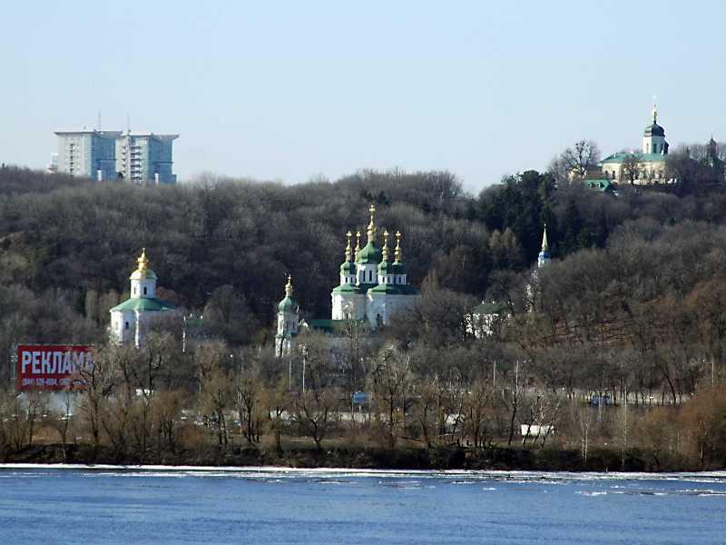 2011 р. Загальний вигляд Видубицького та Іонівського монастирів