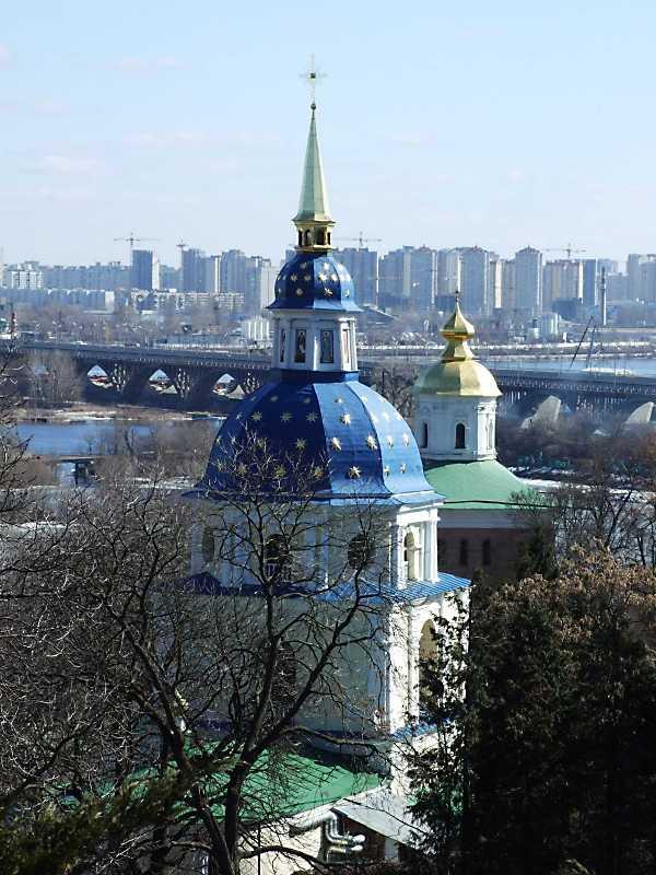 2011 р. Дзвіниця і Михайлівський собор. Вигляд із заходу