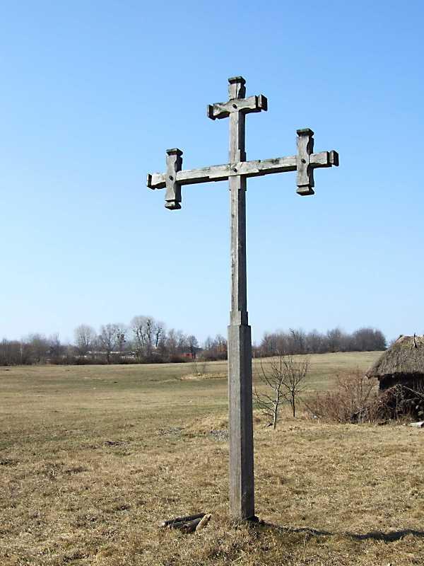 2011 р. Придорожний хрест між садибою 10 та шинком 12