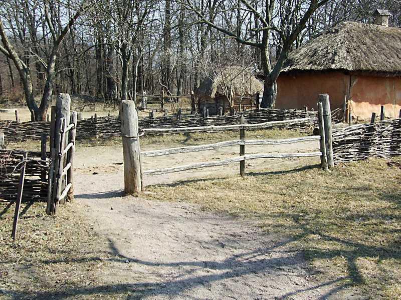 2011 р. Брама. Вигляд з боку двора