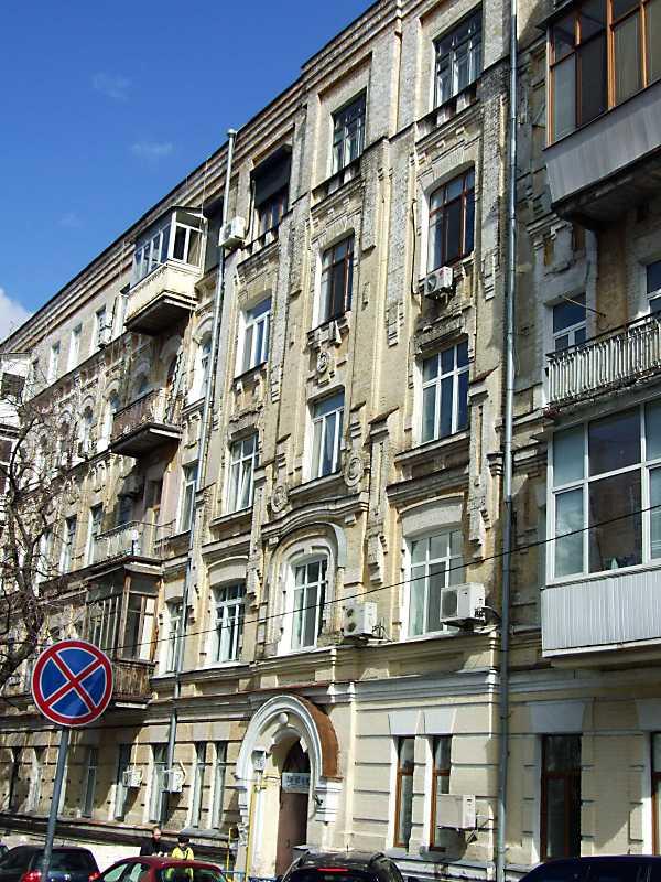 2011 р. Фрагмент головного фасаду