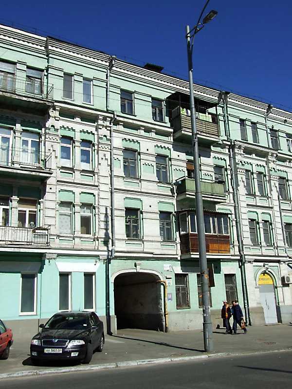 2011 р. Центральна частина головного фасаду