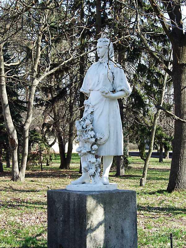"""2011 р. Скульптура """"Дівчина у квітнику"""""""