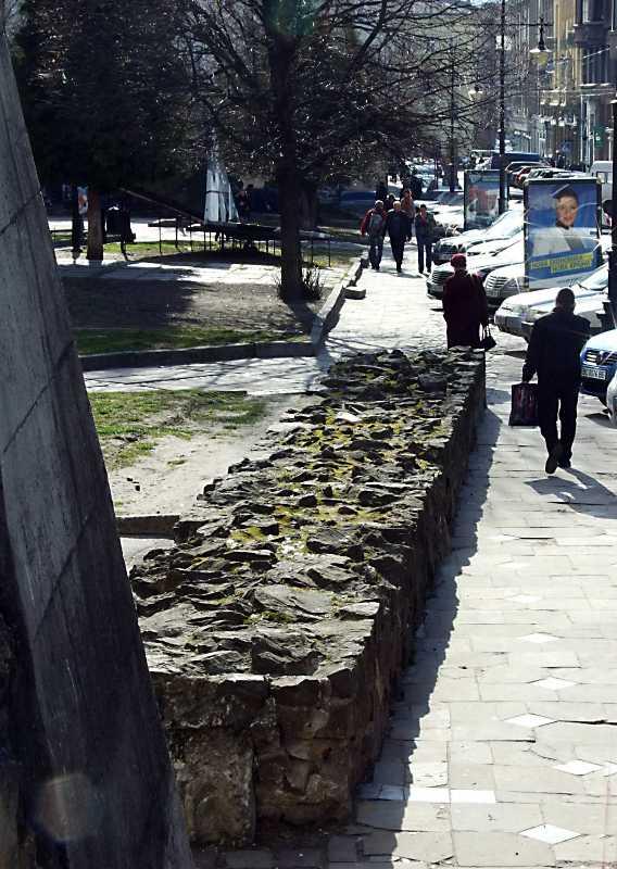 2012 р. Траса північного муру. Вигляд зі сходу