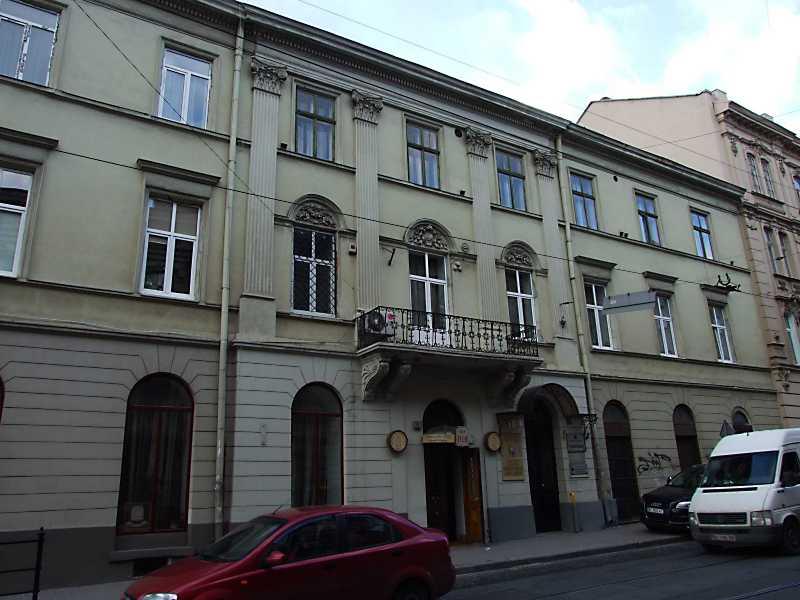 2012 р. Фасад по вул. Винниченка (права частина)