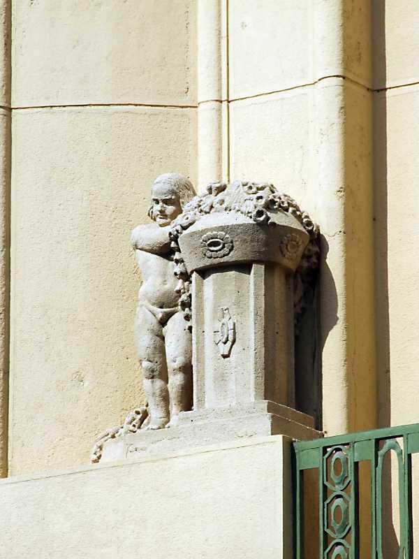 Сецесійна скульптура на 2-у поверсі