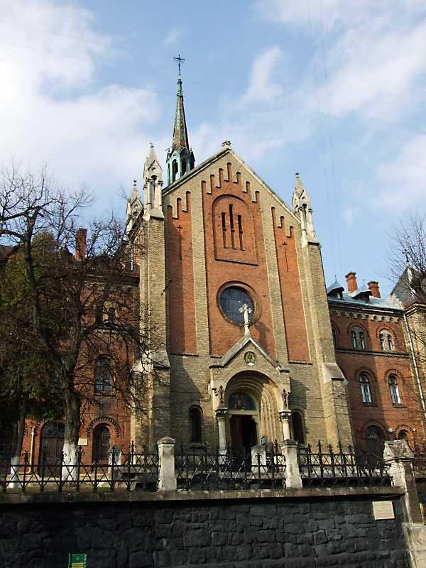 2012 р. Головний фасад костелу
