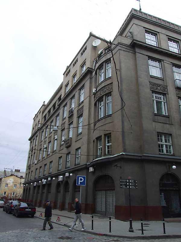 Фасад по вул. Банківській