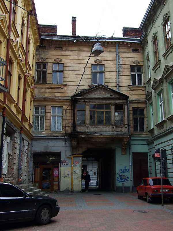 2012 р. Тиловий фасад будинку по вул. П. Дорошенка, 6