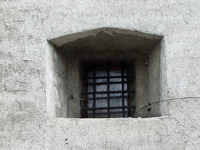 Вікно нижнього ярусу башти
