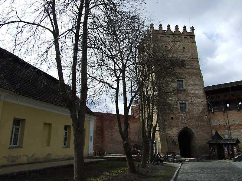 Фрагмент шляхетського будинку і Надбрамна башта