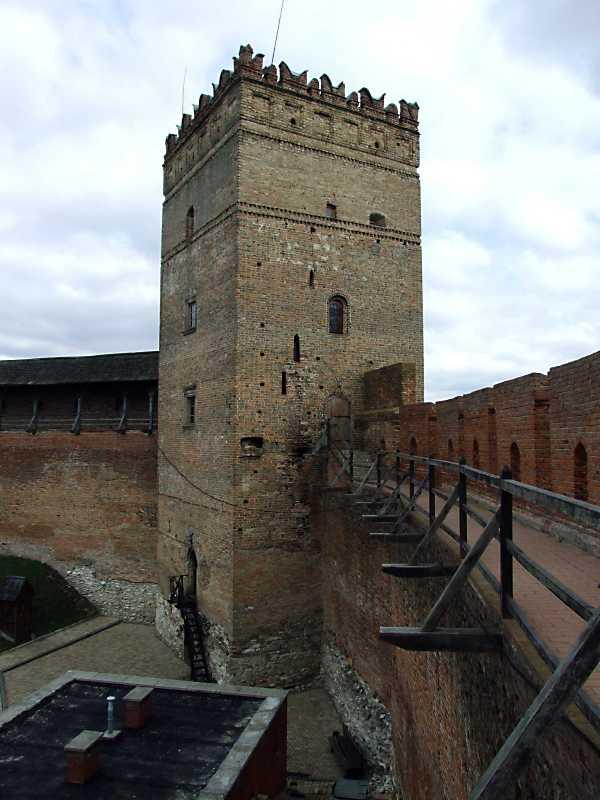 2012 р. Загальний вигляд із заходу, з площадки південного муру