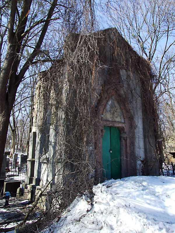 Каплиця-гробниця на польському цвинтарі