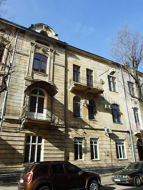 2013 р. Фрагмент фасаду по вул. Туган-Барановського