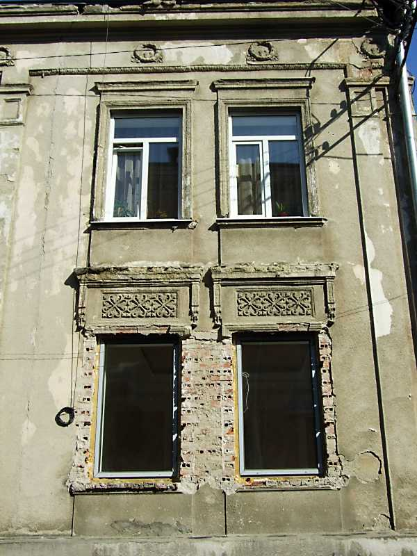 2013 р. Фрагмент фасаду по вул. Міцкевича