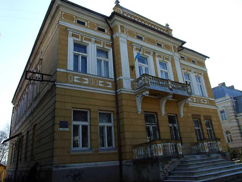 Палац (№ 21)
