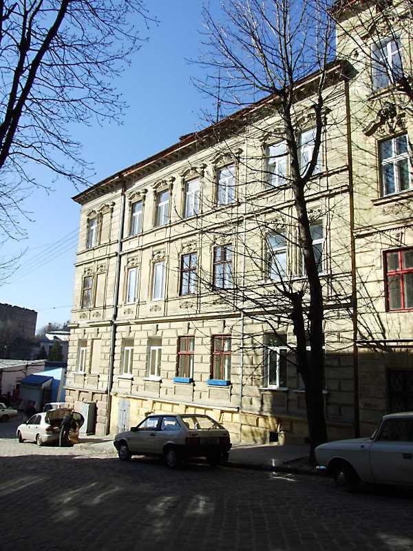 2013 р. Загальний вигляд з боку вул. Садовського