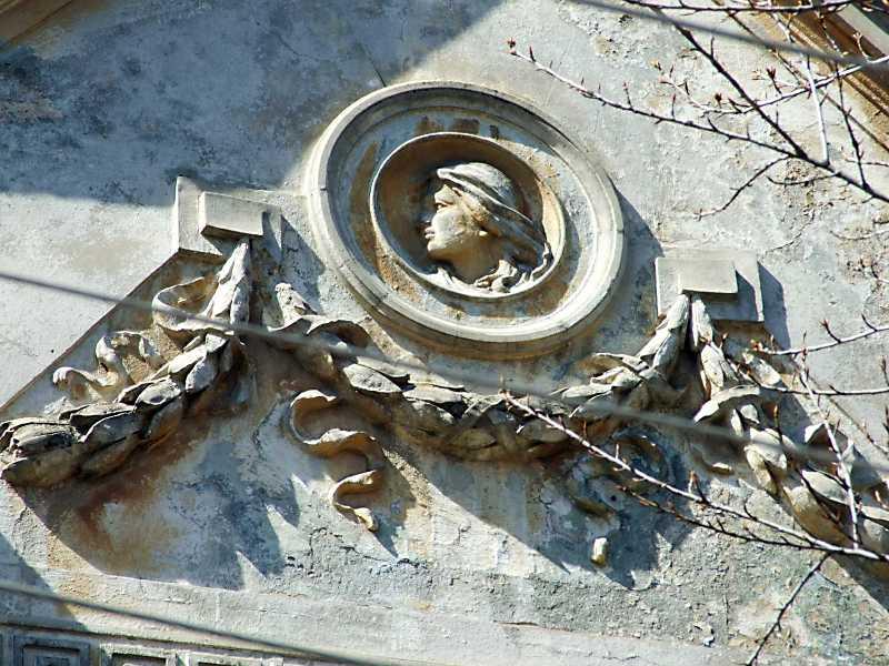 Рельєф у тимпані правого фронтону