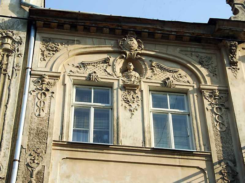 Сецесійні вікна 3-го поверху