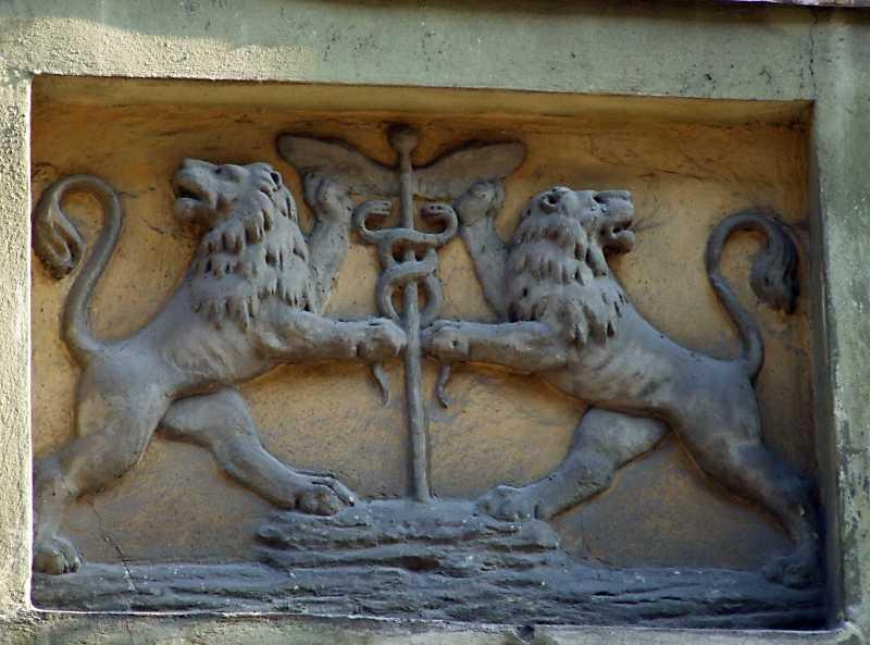 Рельєф двох левів