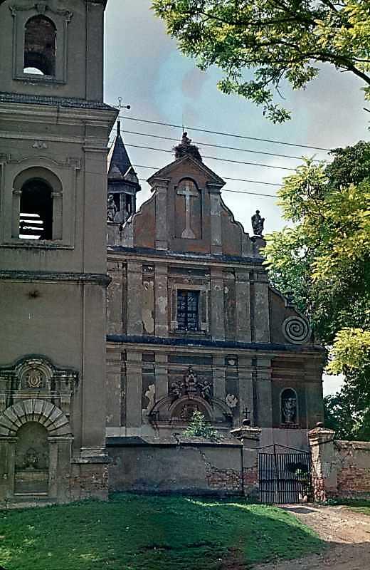 1988 р. Дзвіниця і костел. Загальний вигляд зі сходу