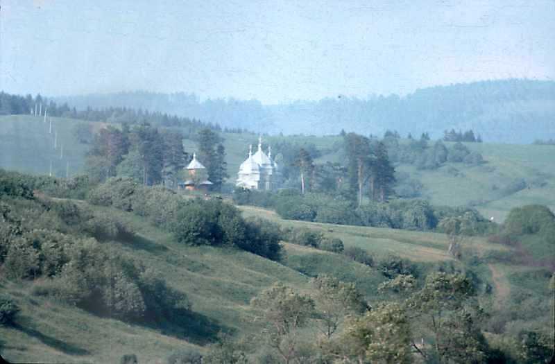1990 р. Краєвид з церквою. Вигляд з південного заходу