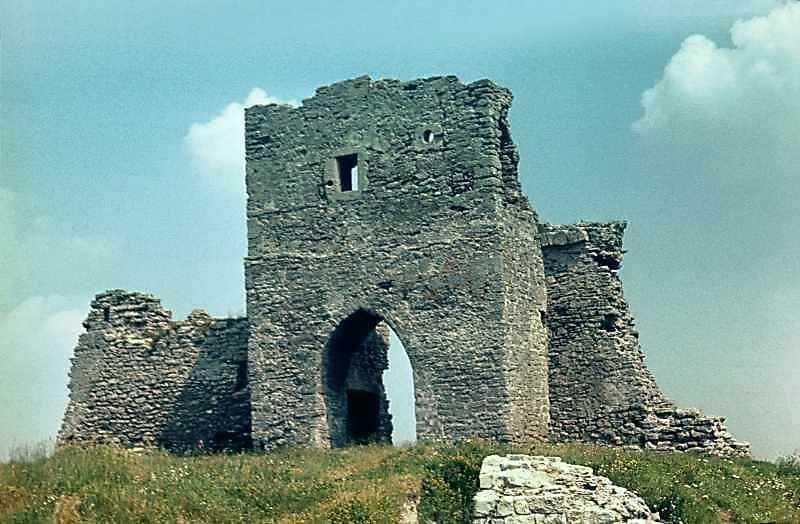 Надбрамна (східна) башта
