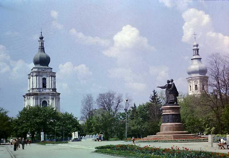 Пам'ятник возз'єднання України з Росією (1)